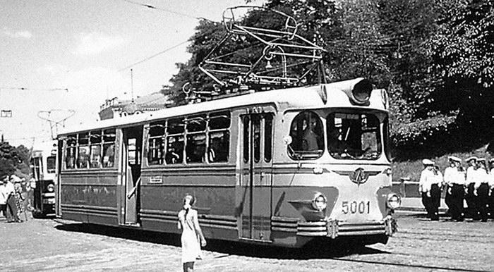 5. Трамвай ЛМ-57 Дизайнеры В. Витман и С. Соломонов 1958